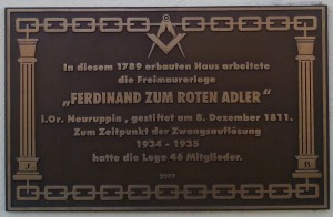 Gedenktafel am Eingang zum Logenhaus